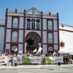 """Antitaurinos proclaman su rechazo a la tauromaquia a las puertas de la Plaza de Toros y piden """"valentía"""" a los políticos de la capital"""
