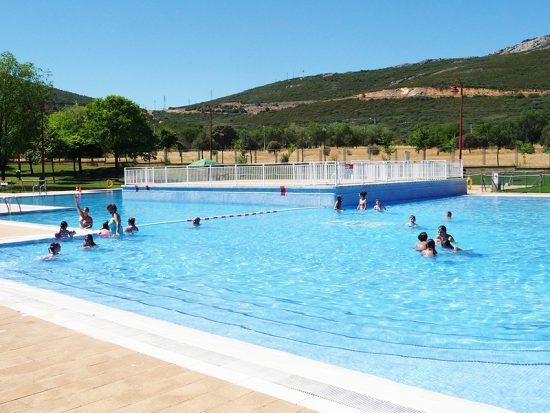 Casi personas optan por un verano m s refrescante for Piscina municipal ciudad real