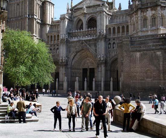 Toledo, 23-07-2009.-  En la imagen, turistas de visita en Toledo. (Foto: Álvaro Ruiz // JCCM)