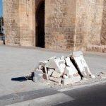 Se llevan por delante un foco de la Puerta de Toledo