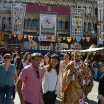 El Rey Sabio muestra su mercado a las autoridades locales