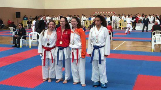Patricia Maldonado, segunda por la izquierda