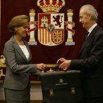 """Cospedal asume la cartera de Defensa con el compromiso de trabajar """"por la grandeza de España"""" con """"la ayuda de Dios"""""""