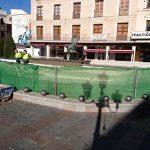 Alfonso X asiste impertérrito a las obras de mantenimiento de su fuente