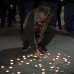 Velas por el cese de los cortes de luz a las familias con problemas económicos