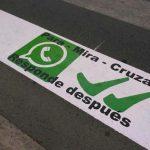 35 pasos de peatones de Valdepeñas advierten al peatón del peligro de mirar WhatsApp