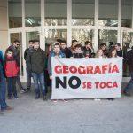 """Los estudiantes piden a los profesores que se sitúen con ellos """"en primera línea"""" contra el cierre de Geografía"""