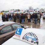 Las autoescuelas protestan en Ciudad Real por la falta de examinadores