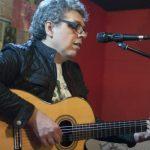 Pedro Guerra enciende en Ciudad Real la chispa de su revolución de la poesía y el silencio