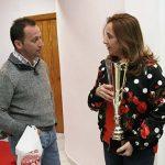Valero lleva la copa de campeón 2017 del Intercontinental Rally a la alcaldesa de Argamasilla de Calatrava