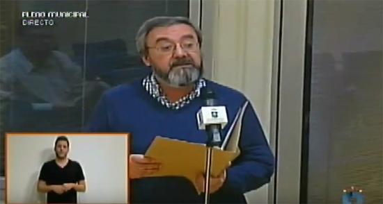 Uno de los vecinos durante su intervención en el Pleno