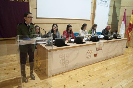 Mesa Redonda Educación Mujeres Gitanas 1