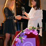"""Pilar Zamora entrega a María Ángeles Mur el Premio """"Empoderamiento y Liderazgo 2017"""""""