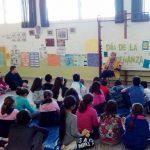 Dos antiguas maestras del Colegio de Aldea del Rey han regresado este jueves para compartir la conmemoración del Día de la Enseñanza