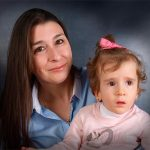 Ciudad Real: Andrea, que tiene cuatro años y padece una enfermedad rara, necesita una silla adaptada y un bipedestador