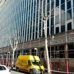 El edificio de Servicios Múltiples se descubre después de casi una década vestido de azul