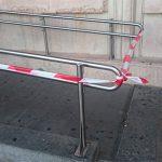 Precintadas las barandillas de la rampa que da acceso al Ayuntamiento por seguridad