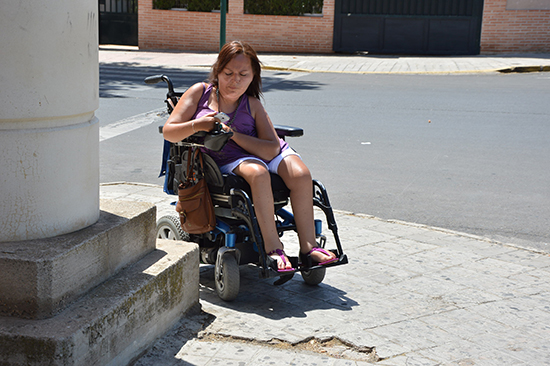 Persona-con-movilidad-reducida-utilizando-la-aplicación