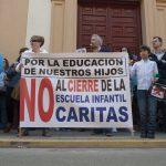 Ciudad Real: Padres y trabajadores de la guardería de Cáritas Puertollano piden ante el Obispado la continuidad del centro educativo