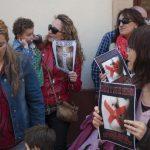 concentración contra el cierre de la escuela infantil de Cáritas 0