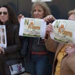 concentración contra el cierre de la escuela infantil de Cáritas 2