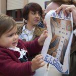 concentración contra el cierre de la escuela infantil de Cáritas 4