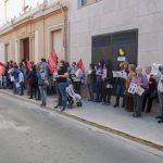concentración contra el cierre de la escuela infantil de Cáritas 5