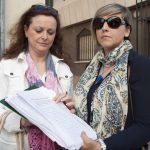 concentración contra el cierre de la escuela infantil de Cáritas 8