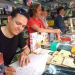 El escritor puertollanero Ramón Aguirre firma este viernes ejemplares de sus novelas en la Feria del Libro de Ciudad Real