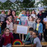 Madreselva, una fiesta familiar de cariño y color