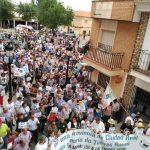 Miles de personas y 400 tractores marchan contra el proyecto de minería de tierras raras en Torrenueva