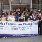 Colectivos feministas se encierran en el Ayuntamiento y exigen financiación para la lucha contra la violencia machista