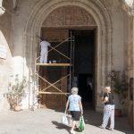 Ciudad Real: Una manita de pintura para la puerta de la Catedral