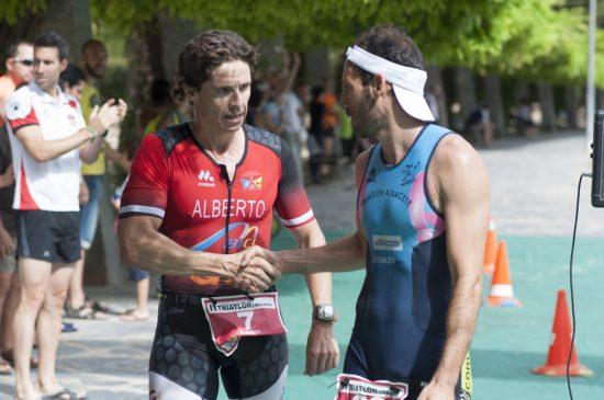 78297b46253 Jaime Fernández Núñez, del Club Triatlon Ondarrete Alcarcón, conseguía la  mejor marca masculina y Silvia Gómez Pozo, del Bicicletas Pina Tritoledo,  ...
