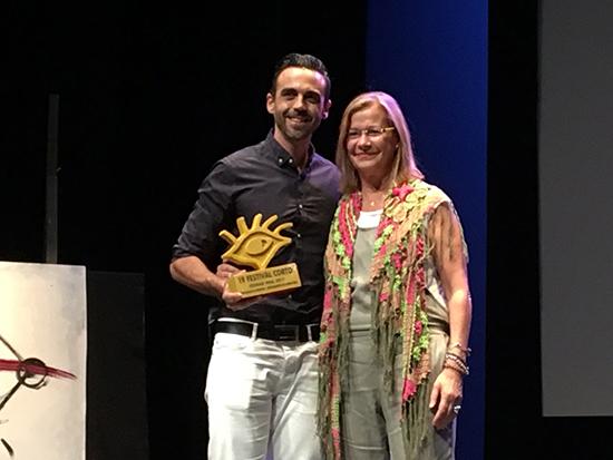 Conrado Escudero recibe el premio