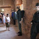 Aldea del Rey: Un centenar de personas asiste en el Palacio de la Clavería a la apertura de las muestras de armas templarias y uniformidades de la Benemérita