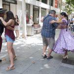 folclore en la calle 8