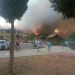 Un incendio obliga a evacuar a más de 1.000 personas del complejo Playas del Vicario
