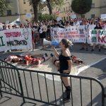 Antitaurinos reclaman la abolición de la tauromaquia a las puertas de la plaza de toros