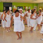 Almodóvar: Una animada fiesta ibicenca tiñe de blanco la apertura de la III Semana del Mayor