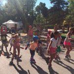 Esparcen piedras por el carril bici para provocar caídas de niños que participaban en una actividad de patinaje de la Feria