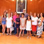 """El alcalde de Manzanares recibe a las niñas saharauis y familias acogedoras participantes en el programa """"Vacaciones en Paz"""""""