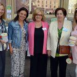 Pilar Zamora participa en la cuestación de AFA Ciudad Real con motivo del Día Internacional del Alzheimer