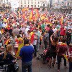 Cientos de ciudadrealeños se concentran por la unidad de España y contra el referéndum de Cataluña