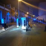 Puertollano: Buscan a un conductor que se dio a la fuga tras volcar su furgoneta en la calle Córdoba