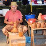 Puertollano: Virgilio Vizcaíno exhibe el arte del barro en el Paseo de San Gregorio