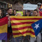 """""""La represión no es la solución"""": Concentración en la Plaza Mayor en solidaridad con el pueblo catalán"""