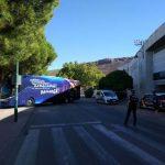Las Fuerzas y Cuerpos de Seguridad protegen a la plantilla del Barcelona en Puertollano