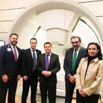 El presidente García-Page se reúne en Chicago con la empresa IBA para acercar la terapia sanitaria de protones a Castilla-La Mancha