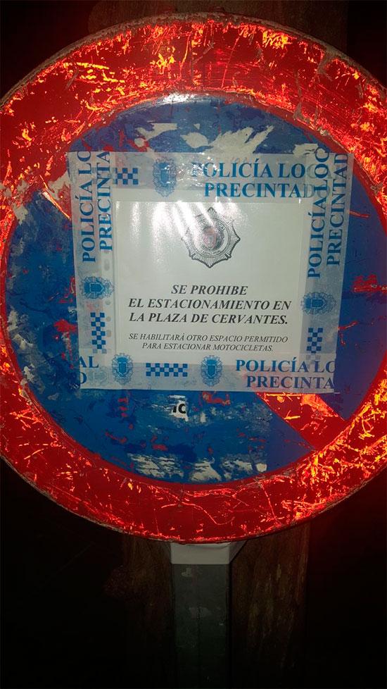 prohibido-motos-en-la-plaza-cervantes-2